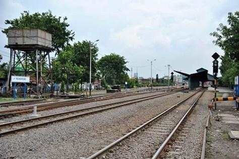 stasiun Wonokromo... di seberang pintu air jagir